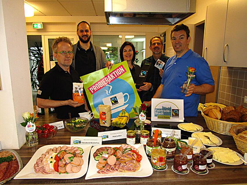 Die Steuerungsgruppe präsentiert das Frühstück. Quelle Stadt Steinheim
