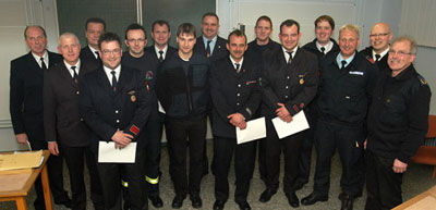 Die Ausbilder der Brandsimulationsanlage freuen sich, dass erlernte Wissen an die Feuerwehrleute im Kreis Höxter weiterzugeben.